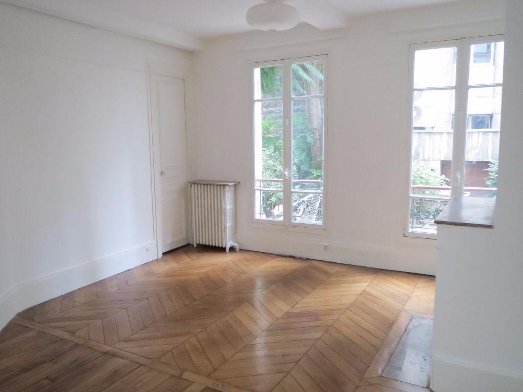 appartement 2 pieces 43m paris 6 me ref 413. Black Bedroom Furniture Sets. Home Design Ideas