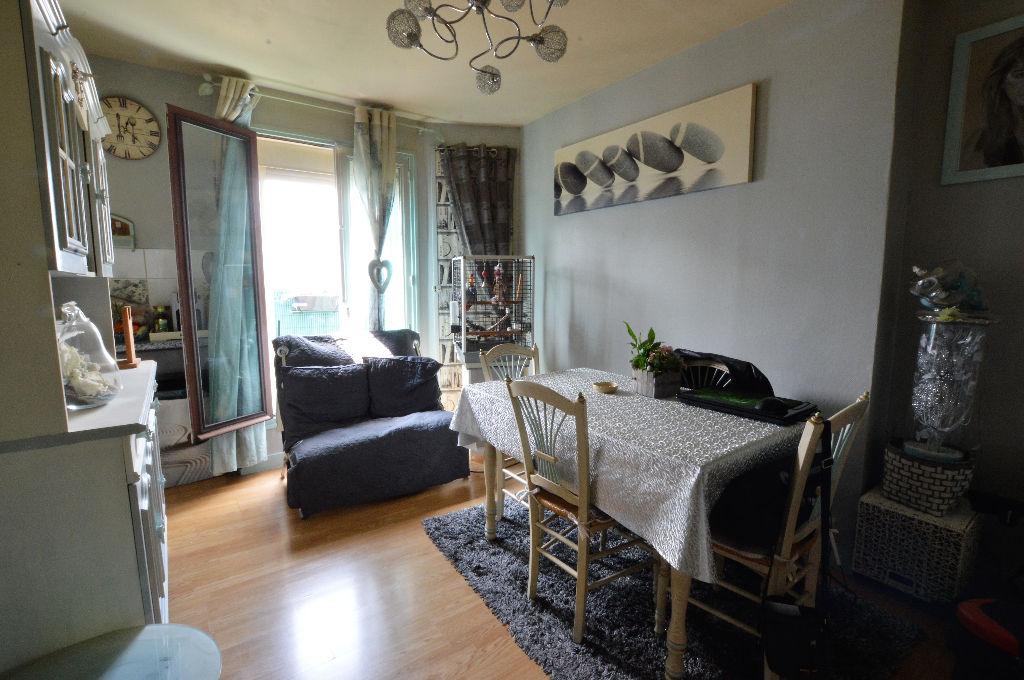 Appartement 3 pièces de 47 m²  75010 (ref. 587)