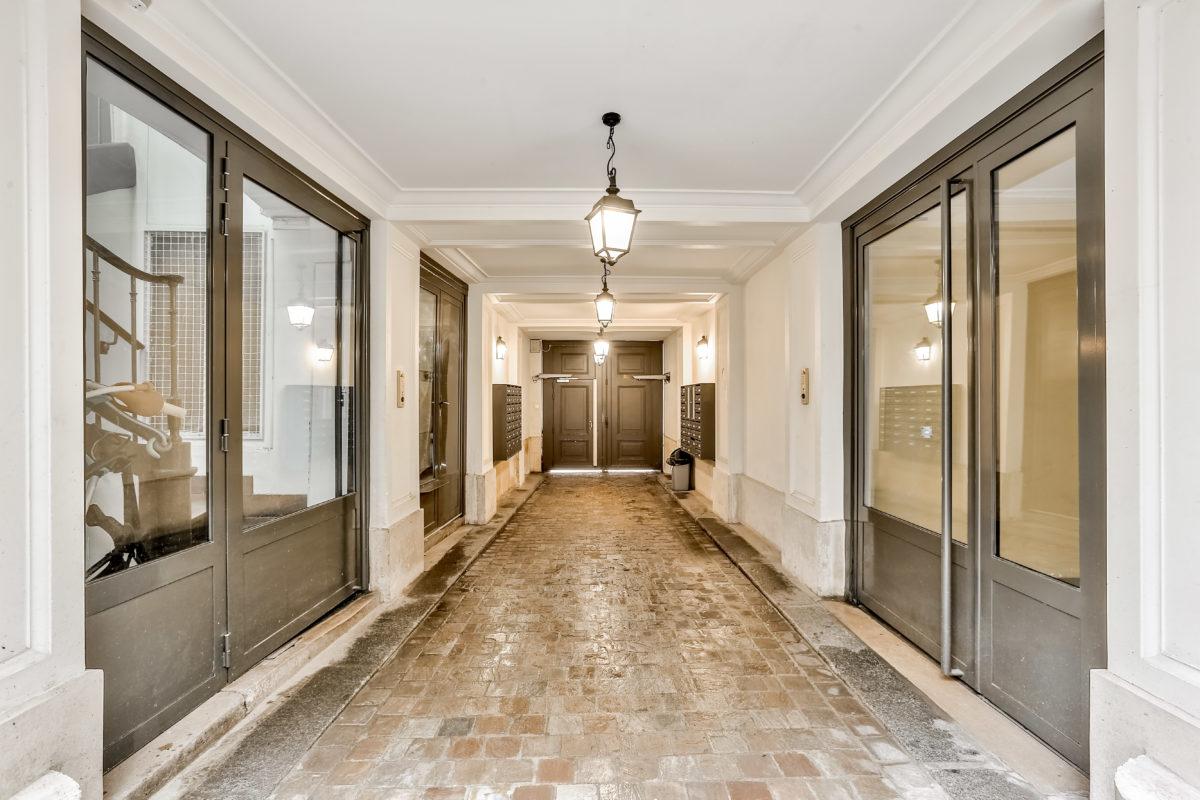 Appartement 3 pièces à rénover (ref. 742)